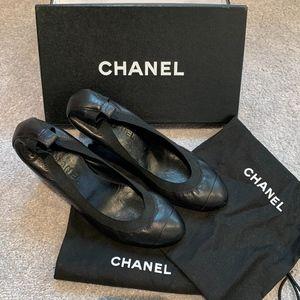 Chanel Black Leather Pumps Size 38.5